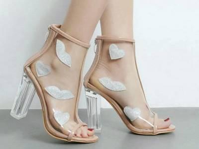 Пластиковая прозрачная обувь